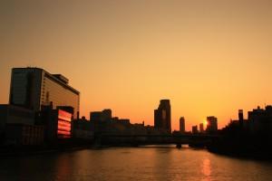 天満橋の夕暮れ風景