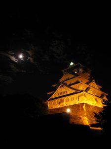 月光の大阪城